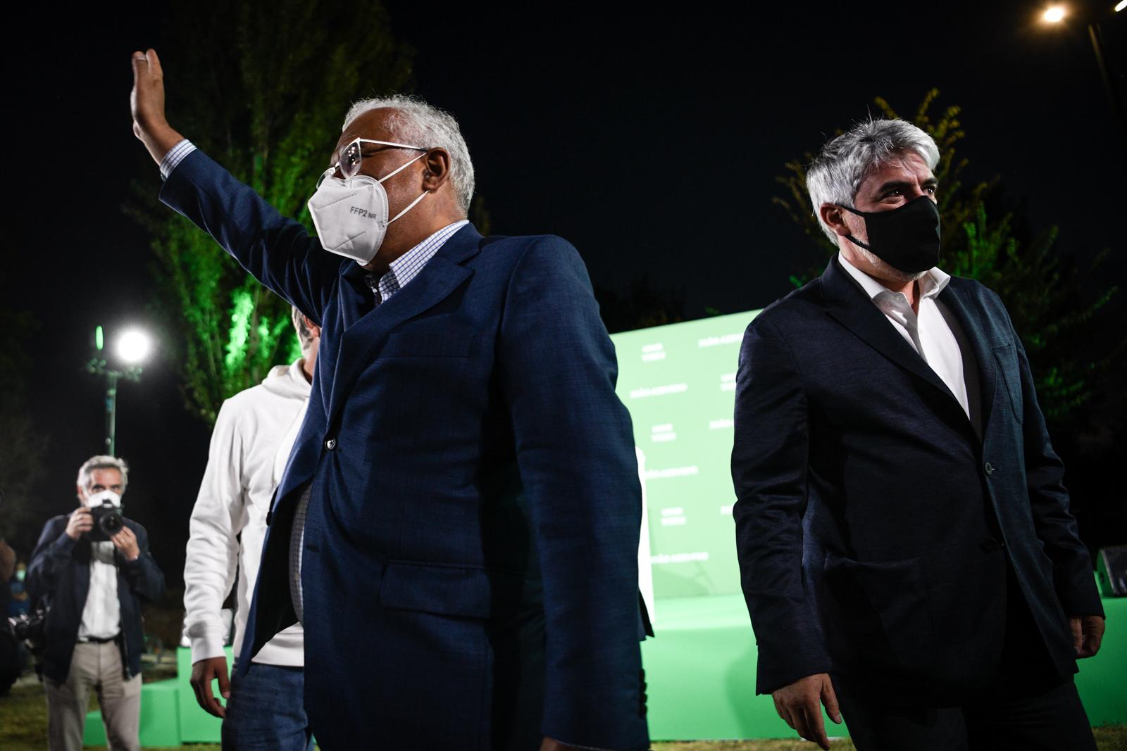 João Azevedo e António costa juntos na campanha autárquica do PS por Viseu